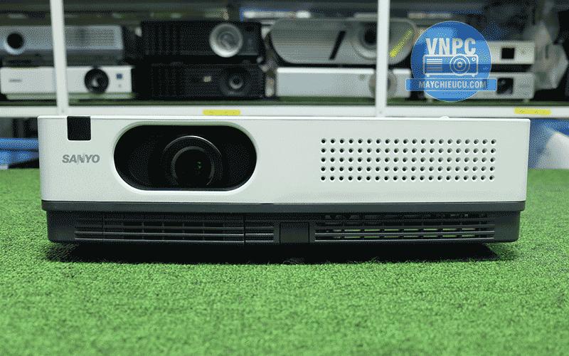 Máy chiếu Sanyo PLC-XW55công nghệ 3LCD của Nhật Bản
