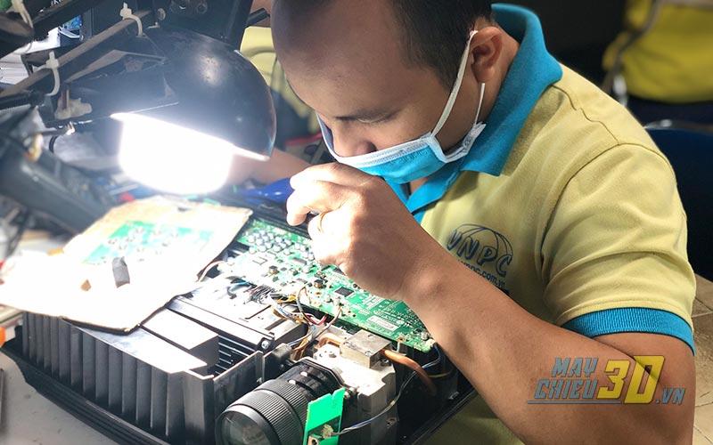 Trung tâm VNPC chuyên nhận sửa máy chiếu bị lỗi LCD trên toàn quốc