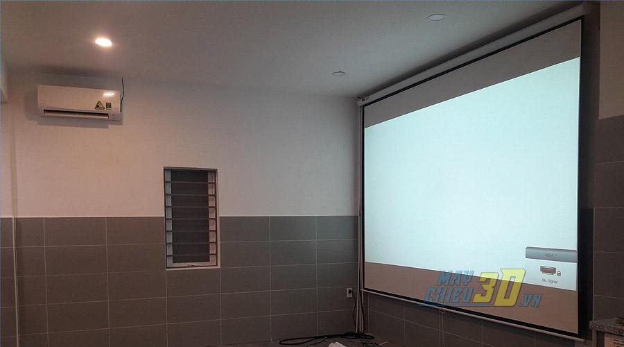 VNPC lắp đặt màn chiếu kích thước 135 inch cho phòng phim gia đình